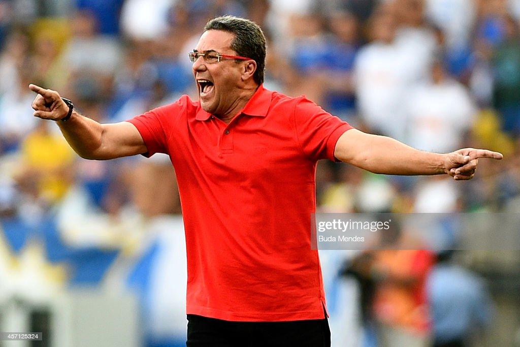 Head coach Vanderlei Luxemburgo of Flamengo gestures during a match between Flamengo and Cruzeiro as part of Brasileirao Series A 2014 at Maracana Stadium on October 12, 2014 in Rio de Janeiro, Brazil.