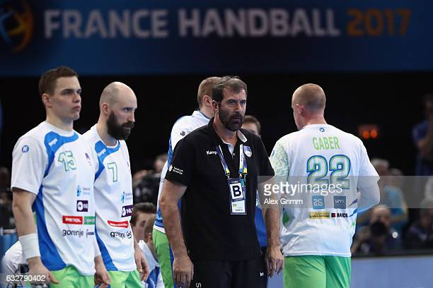 Head coach Veselin Vujovic of Slovenia reacts during the 25th IHF Men's World Championship 2017 Semi Final match between France and Slovenia at...