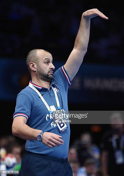 Head coach Veselin Vujovic of Slovenia reacts during the 25th IHF Men's World Championship 2017 Bronze Medal Game between Slovenia and Croatia at...