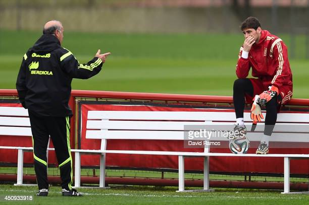 Head coach Vicente Del Bosque and Iker Casillas of Spain talk during a Spain training session at Centro de Entrenamiento do Caju on June 20 2014 in...