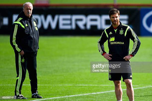 Head coach Vicente Del Bosque and Xabi Alonso of Spain look on during a Spain training session at Centro de Entrenamiento do Caju on June 21 2014 in...