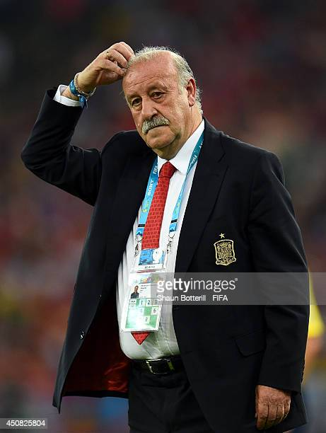 Head coach Vicente del Bosque looks on during the 2014 FIFA World Cup Brazil Group B match between Spain and Chile at Estadio Maracana on June 18...