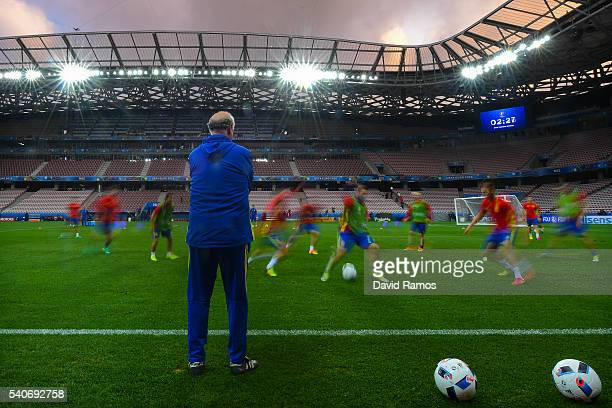 Head coach Vicente Del Bosque of Spain looks at their players during a training session ahead of their UEFA Euro 2016 Group D match against Turkey at...