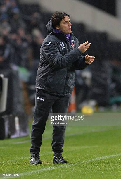 Head coach Vincenzo Montella of AFC Fiorentina issues instructions during the TIM Cup match between Udinese Calcio and ACF Fiorentina at Stadio...