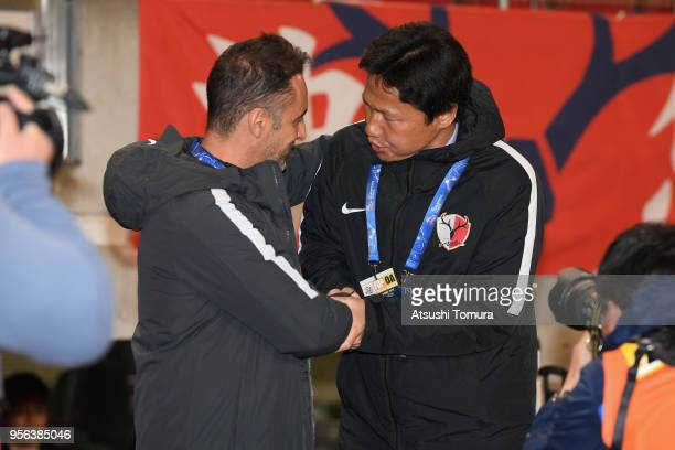 Head coach Vitor Pereira of Shanghai SIPG and Head coach Go Oiwa of Kashima Antlers shake hands prior to the AFC Champions League Round of 16 first...
