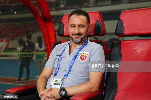 Head coach Vitor Pereira of Shanghai SIPG looks on during the AFC Champions League Round of 16 1st Leg match between Shanghai SIPG and Jeonbuk...