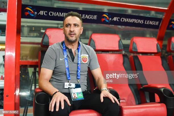 Head coach Vitor Pereira of Shanghai SIPG looks on during the AFC Champions League Round of 16 second leg match between Shanghai SIPG and Kashima...