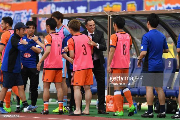Head coach Wagner Lopes of Albirex Niigata celebrates his side's 10 victory with his players and staffs after the JLeague J1 match between Albirex...