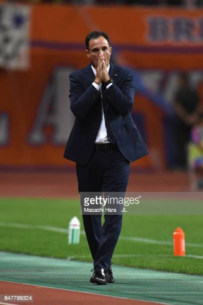Head coach Wagner Lopes of Albirex Niigata reacts during the JLeague J1 match between Albirex Niigata and Kashima Antlers at Denka Big Swan Stadium...