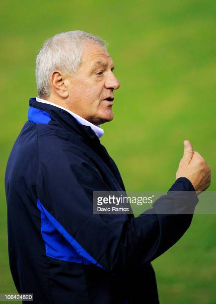 Head coach Walter Smith of Glasgow Rangers attends a training session prior to their UEFA Champions League Group C match against Valencia at Mestalla...