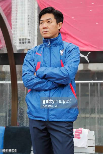 Head coach Yoon Jung Hwan of Cerezo Osaka looks on prior to the JLeague J1 match between Cerezo Osaka and Ventforet Kofu at Kincho Stadium on October...
