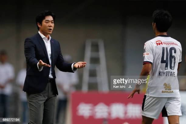 Head coach Yoon Jung Hwan of Cerezo Osaka welcomes Hiroshi Kiyotake after replacing him during the JLeague J1 match between Vissel Kobe and Cerezo...