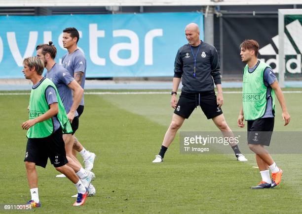 Head coach Zinedine Zidane of Real Madrid Fabio Coentrao of Real Madrid Gareth Bale of Real Madrid James Rodríguez of Real Madrid and Mateo Kovacic...