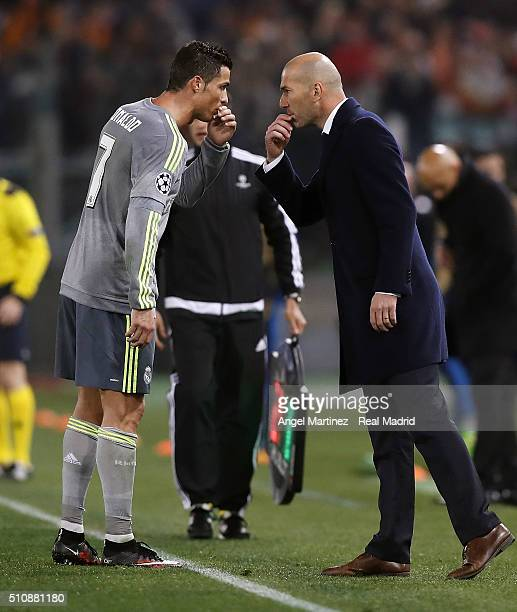 Head coach Zinedine Zidane of Real Madrid talks with Cristiano Ronaldo during the UEFA Champions League Round of 16 First Leg match between AS Roma...