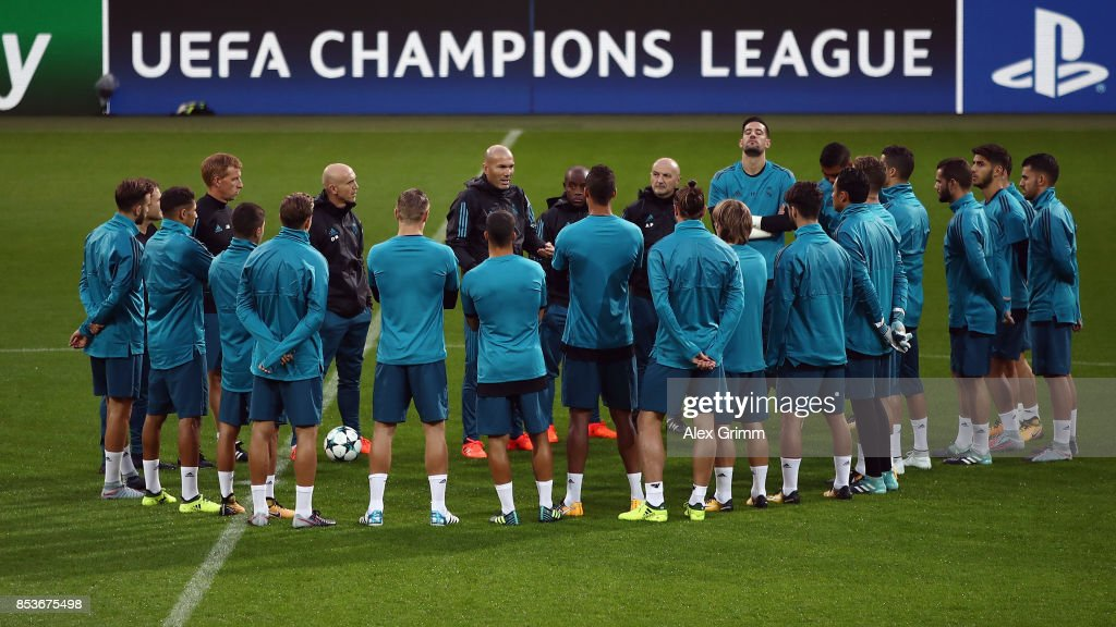 Head coach Zinedine Zidane talks to the players during a Real Madrid training session ahead of their UEFA Champions League Group H match against Borussia Dortmund at Signal Iduna Park on September 25, 2017 in Dortmund, Germany.