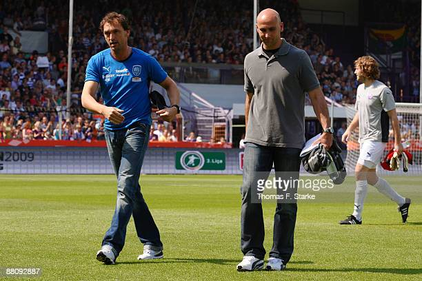 Head coaches Claus-Dieter Wollitz of Osnabrueck and Andre Schubert of Paderborn look on prior to the Second Bundesliga Play Off match between VfL...