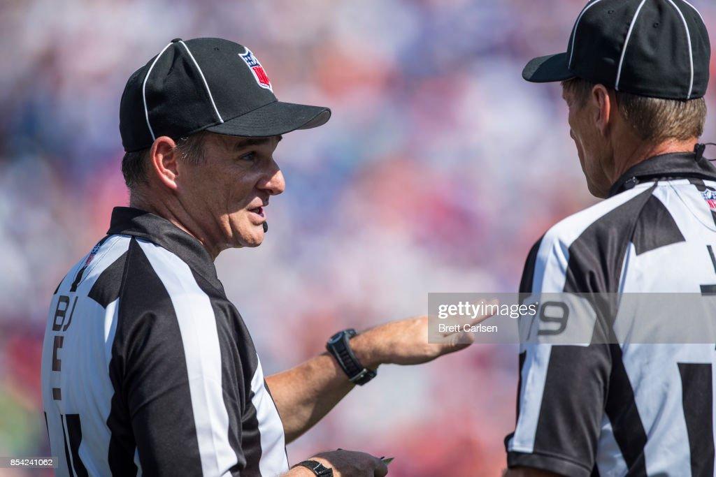 Denver Broncos v Buffalo Bills : News Photo