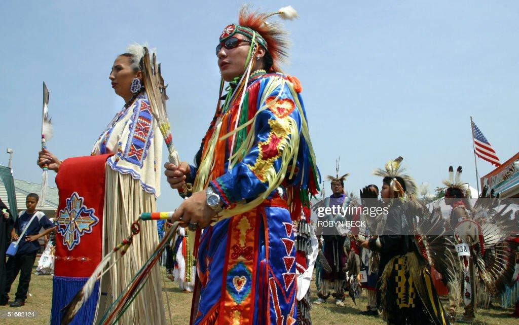 Head Man Delwin Fiddler (C) of the Lakota Sioux tr : News Photo