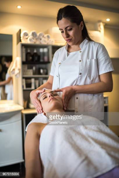 Hoofd massage in beautysalon