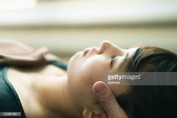 head massage - kyonntra stock pictures, royalty-free photos & images