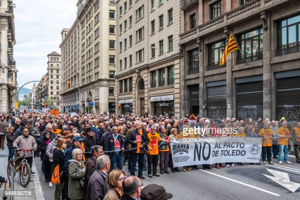 Head of the demonstration calling for decent pensions on its way through Vía Laietana Hundreds of retirees and pensioners have demonstrated in the...
