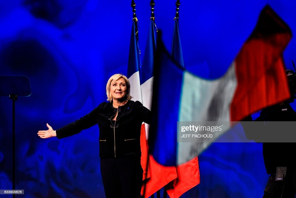 TOPSHOT-FRANCE2017-VOTE-FAR-RIGHT : News Photo