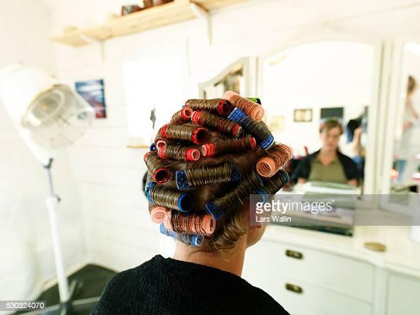 head of woman with curlers - krulspelden stockfoto's en -beelden