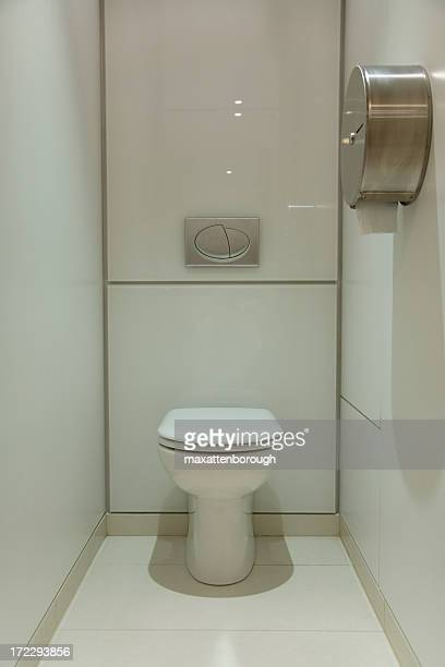 Head on photo of clean, modern, minimalistic bathroom