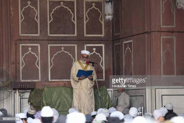 A head priest gives sermon on the first Friday of the holy month of Ramadan at the Jama Masjid on May 18 2018 in New Delhi India Muslims all over the...