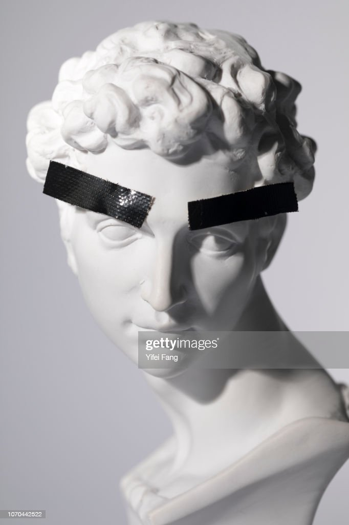 Head sculpture with tape over eyebrows : Stock-Foto
