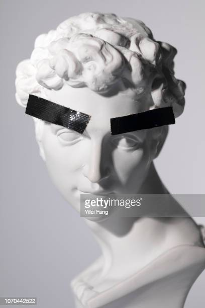 head sculpture with tape over eyebrows - cultura griega fotografías e imágenes de stock