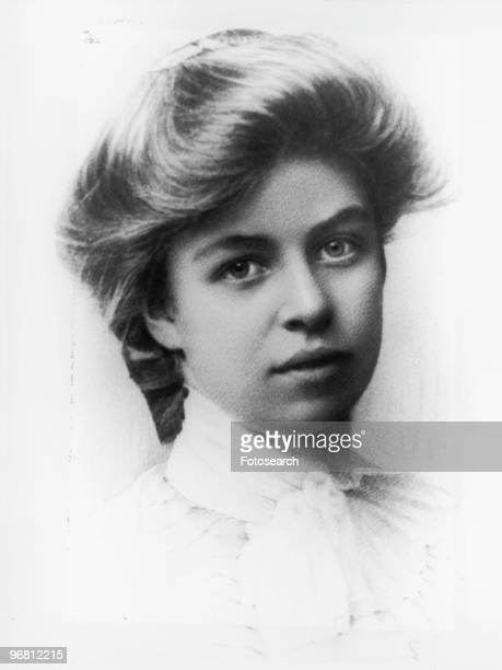 Head shot of Eleanor Roosevelt circa 1898
