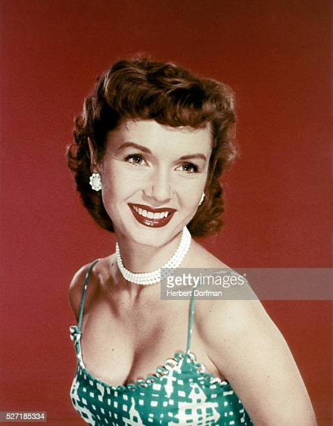 Head shoulders portrait of actress Debbie Reynolds