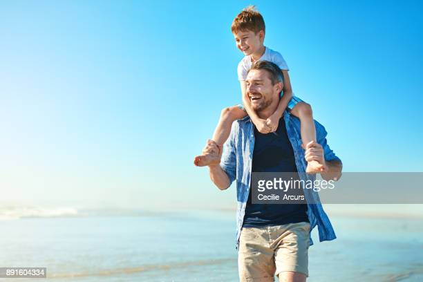 head towards the sun whenever you're seeking fun - carrying on shoulders stock pictures, royalty-free photos & images