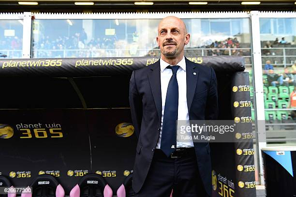 Headcoach Domenico Di Carlo of Spezia lookson during the TIM Cup A match betweenUS Citta di Palermo and AC Spezia at Stadio Renzo Barbera on November...