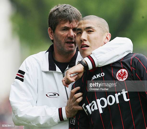 Headcoach Friedhelm Funkel and Du Ri Cha of Frankfurt during the 2 Bundesliga match between Energie Cottbus and Eintracht Frankfurt at the Stadion...