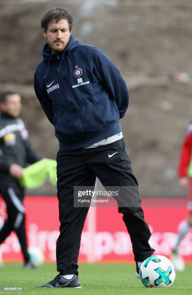 Headcoach Hannes Drews of Aue during the Second Bundesliga match between FC Erzgebirge Aue and SSV Jahn Regensburg at Sparkassen-Erzgebirgsstadion on October 22, 2017 in Aue, Germany.
