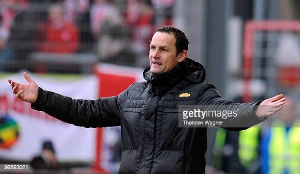 Headcoach Heiko Herrlich of Bochum gestures during the Bundesliga match between FSV Mainz 05 and VFL Bochum at Bruchweg Stadium on February 20, 2010...