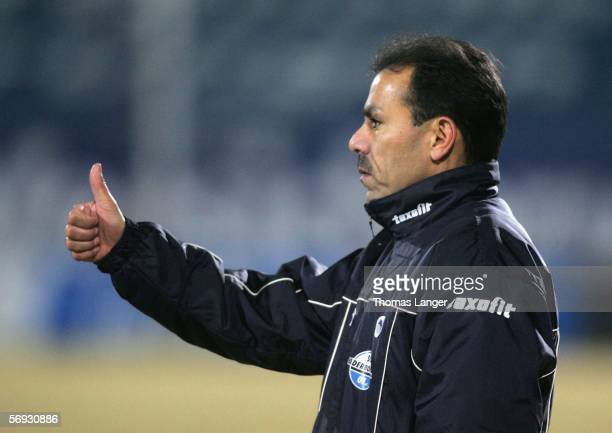 Headcoach Jos Luhukay of Paderborn signals during the Second Bundesliga match between SpVgg Greuther Fuerth and SC Paderborn at the Playmobil Stadium...