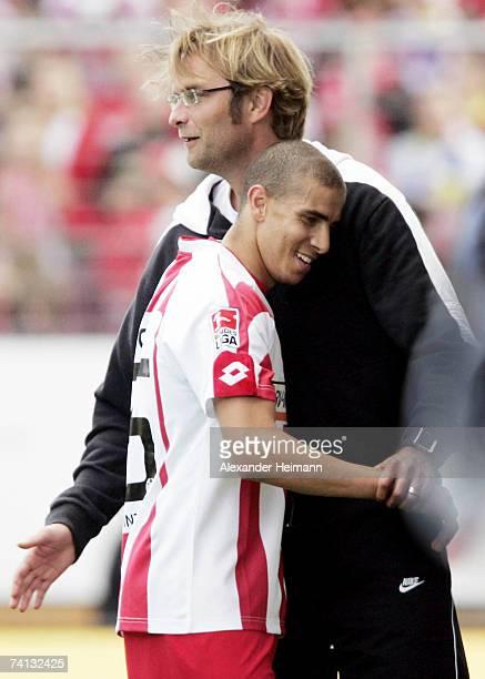 Headcoach Juergen Klopp and Mohammed Zidan of Mainz celebrate the 20 lead during the Bundesliga match between FSV Mainz 05 and Borussia...