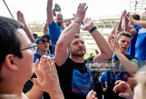 Headcoach Steffen Baumgart of Paderborn celebrates with fans after the Second Bundesliga match between SG Dynamo Dresden and SC Paderborn 07 at...