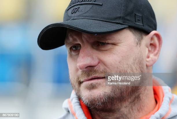 Headcoach Steffen Baumgart of Paderborn reacts during the 3Liga match between FC Carl Zeiss Jena and SC Paderborn 07 at Ernst Abbe Sportfeld on...