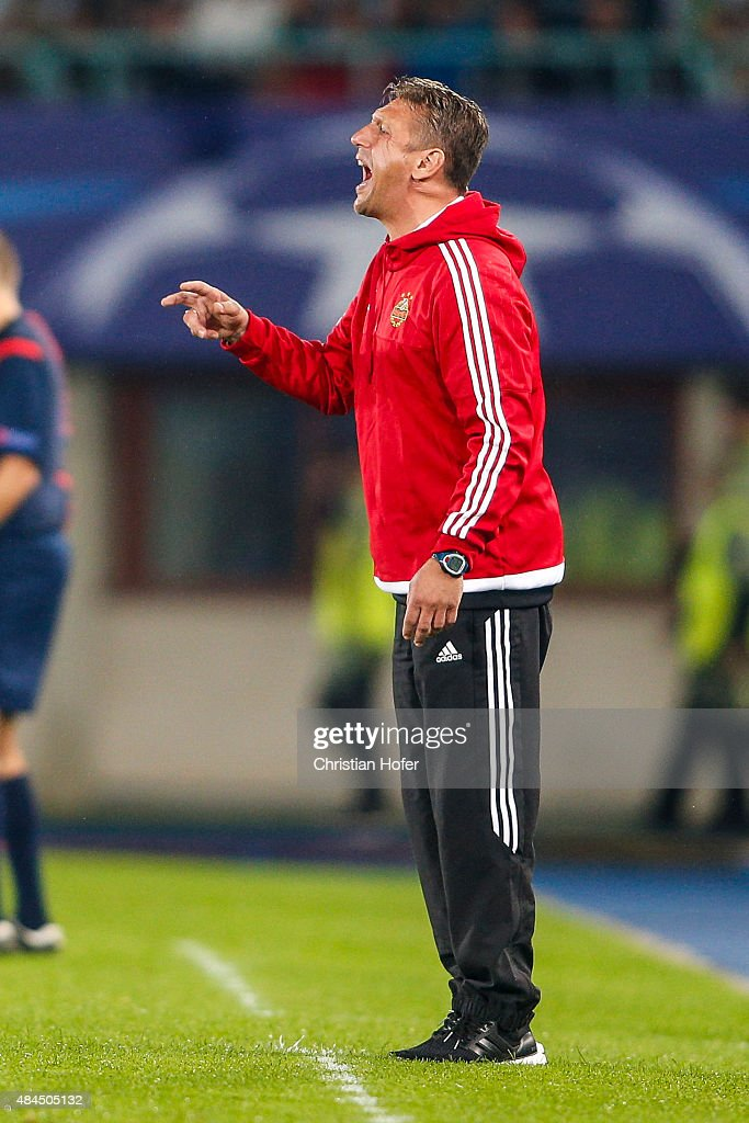 Headcoach Zoran Barisic of Vienna reacts on the touchline during the UEFA Champions League: Qualifying Round Play Off First Leg match between SK Rapid Vienna and FC Shakhtar Donetsk on August 19, 2015 in Vienna, Austria.