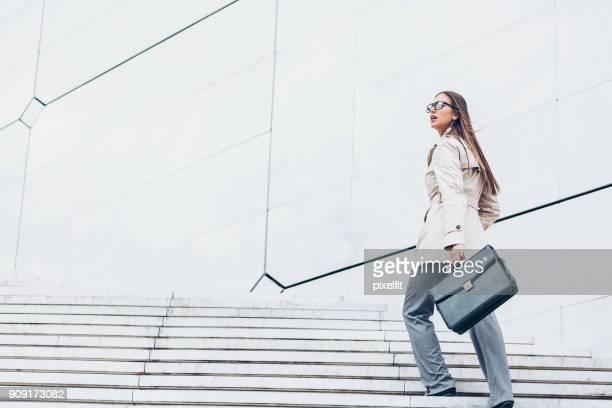 indo para o sucesso - escadaria - fotografias e filmes do acervo