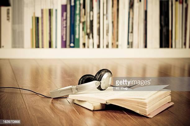 Kopfhörer & Bücher