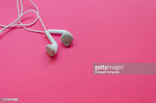 headphones on a pink background - mp3 player stock pictures, royalty-free photos & images