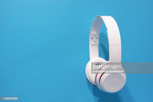 headphones on blue background - headphones stock pictures, royalty-free photos & images