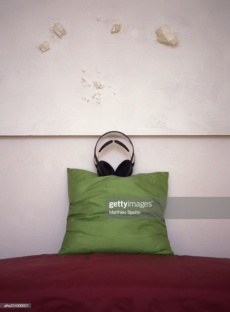 Headphones placed on top of pillow on couch. : Stockfoto