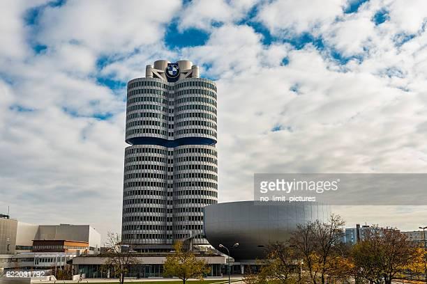 sede de bmw en múnich - sede central fotografías e imágenes de stock