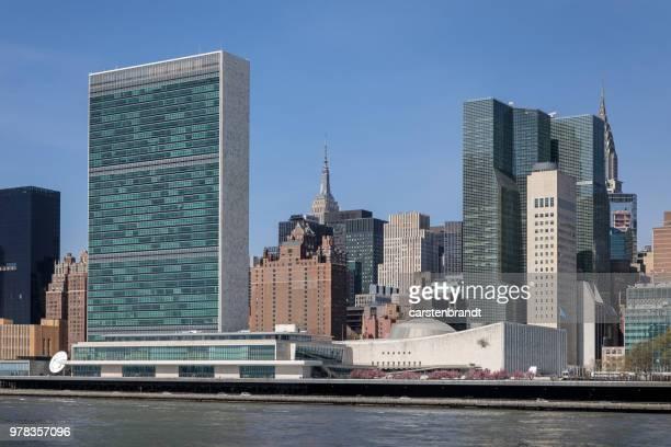 sede da onu, visto da ilha roosevelt - organização das nações unidas - fotografias e filmes do acervo
